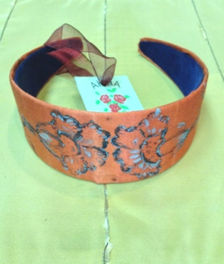 Tiara with hand-painted decoration